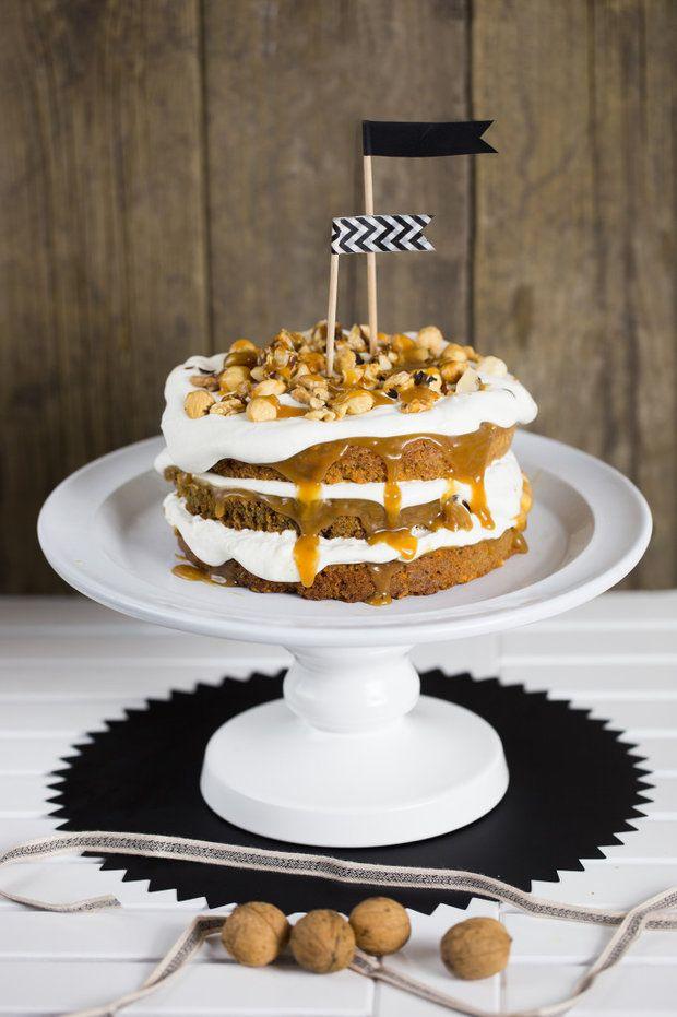 Kávový dort s kardamonem, ořechy a karamelem