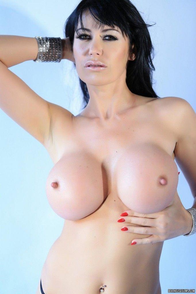 busty-milf-eva-karera-nude10 – Hot babes blog at Babe Mansion