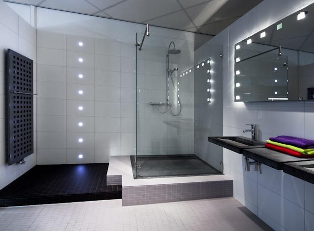 Moderne badkamer led design showroom douche badkamer