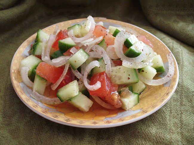 Lebanese salads are generally healthy and have low calories provided you minimize the amount of dressing added