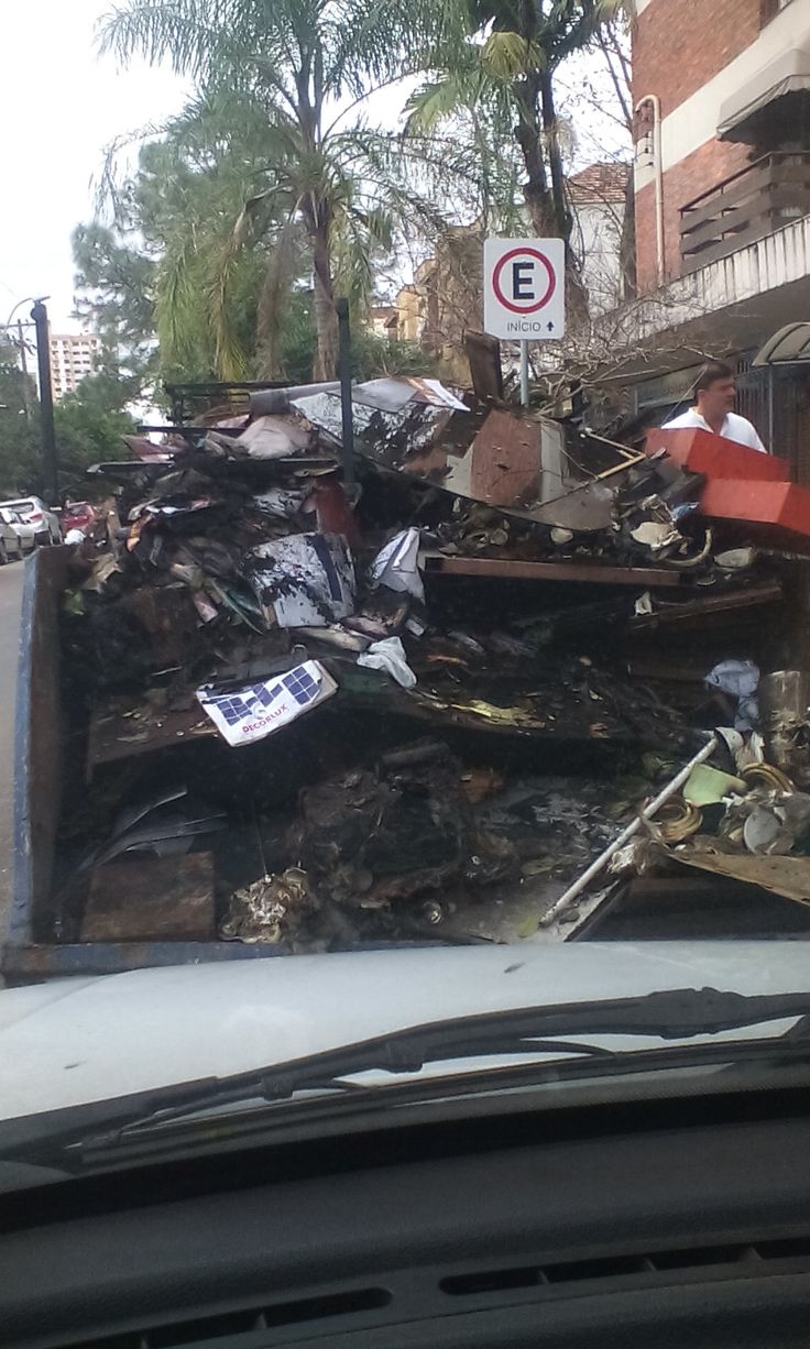 Mais uma limpeza pós incêndio em Porto Alegre Zona leste de POA  http://goo.gl/moNhzB