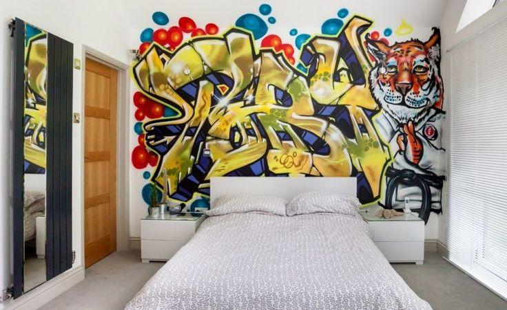 déco chambre ado sur le thème graffiti grand lit et coussins
