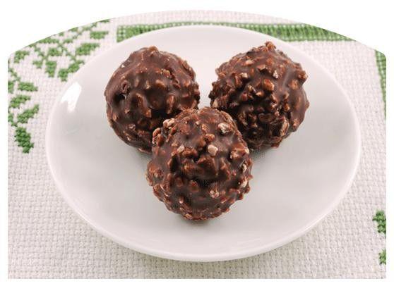 Palline Di Cioccolato E Nocciole Tritate