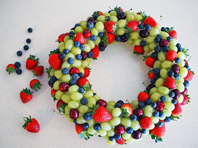 How to make an edible fruit Christmas wreath