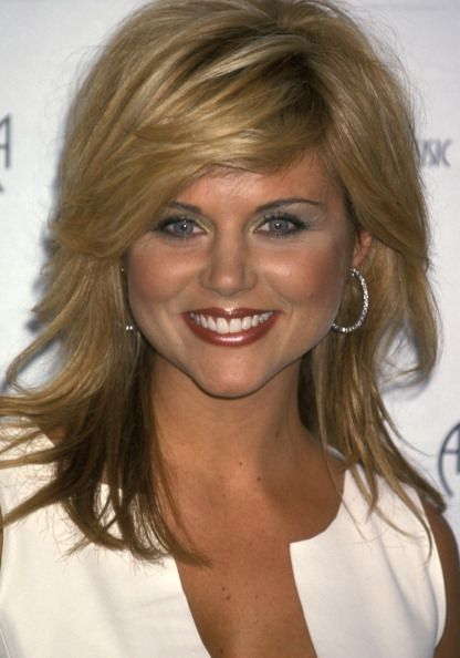 pictures of new hair styles tiffani thiessen at the 28th annual american awards 8724