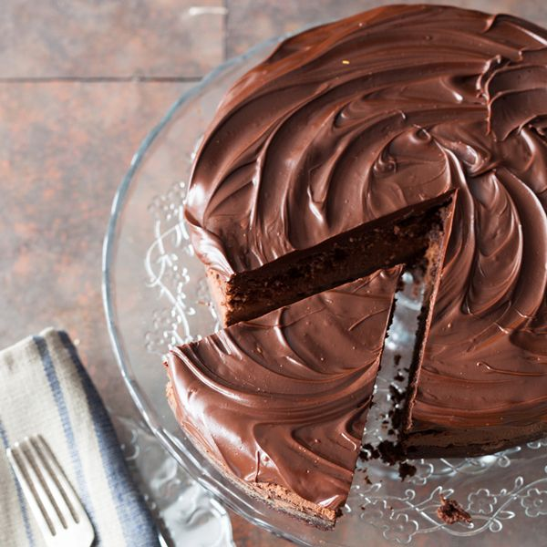 We suggest you an easy and tasty recipe to make a Nutella cake. A real treat.