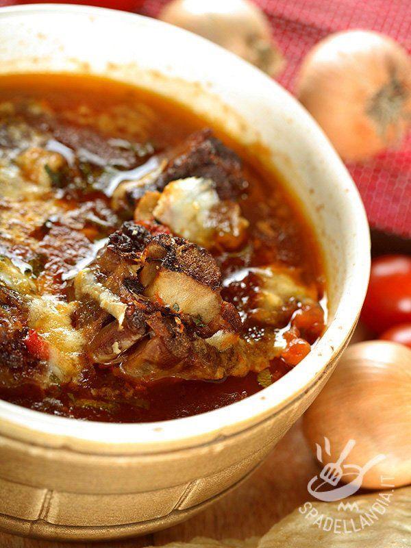 Beef stew and cheese - Lo Stufato di manzo e formaggio, una ricetta golosissima pensata per la cottura in forno: richiede poco impegno e il risultato è ottimo. Piacerà a tutti! #stufatomanzoeformaggio