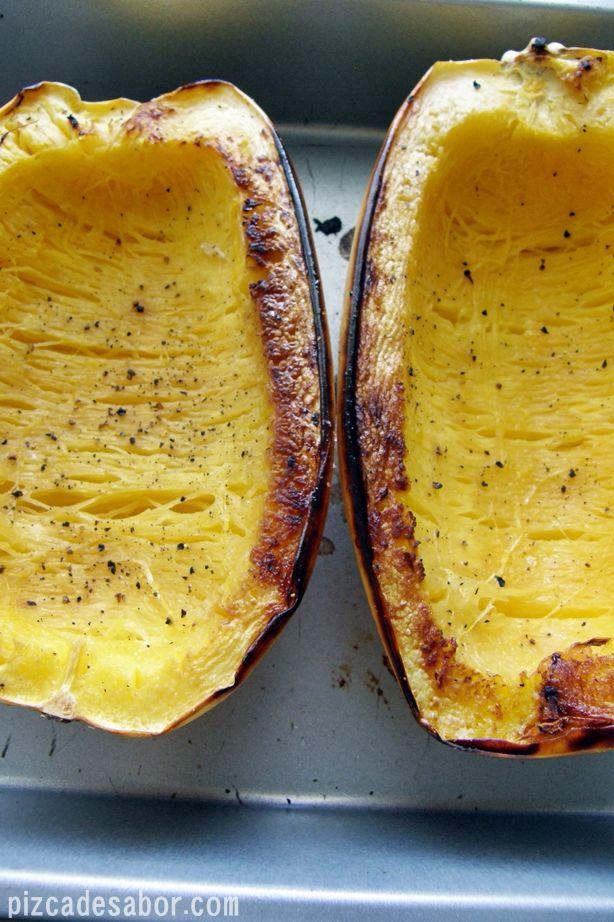 Cómo cortar y cocinar la calabaza espagueti (Spaguetti squash) | http://www.pizcadesabor.com/2012/11/02/como-cortar-y-cocinar-la-calabaza-spaguetti-spaguetti-squash/
