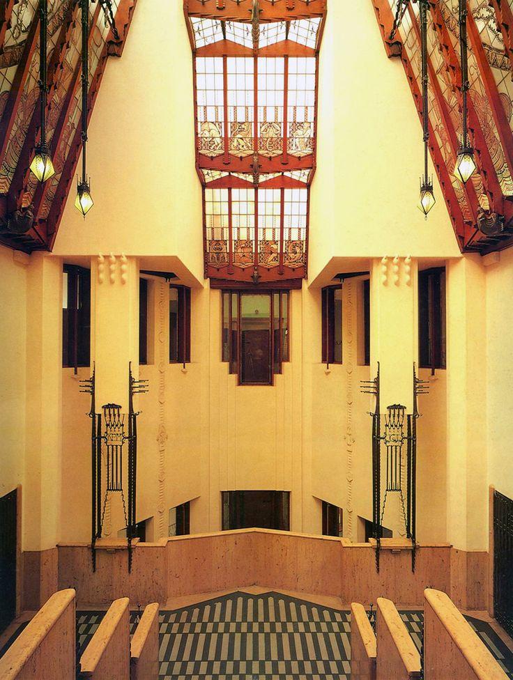 Amsterdamse School - interior Het Scheepvaarthuis 1912-16 by J.M. van der Mey