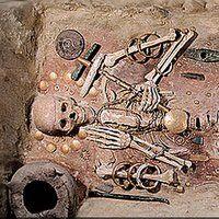 DivaDeaWeag /Se Destruye  Atlantis : 05 de junio 8498.Ya sea a causa de un asteroide,una erupciòn volcànica,o un caso fortuito divino,la misteriosa'' Ciudad Perdida'' de Atlantis se destruyò en el 8498 AC.segùn el filosofo griego Platon.Sin embargo,los arqueòlogos,han buscado esta tierra perdida en todo el mundo,varios investigadores consideraban que se encontraba cerca de los Andes en Bolivia
