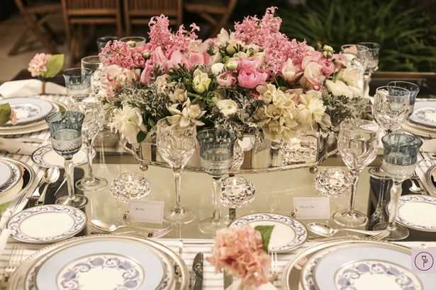 Beautiful table decor in pink and blue.