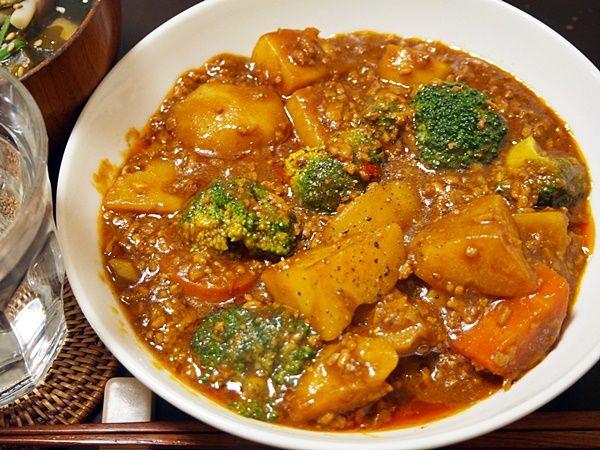 きのうは、中華風カレー。要はマーボーにカレー粉を加えるもので、これが完璧においしいカレーになり、たまらない。