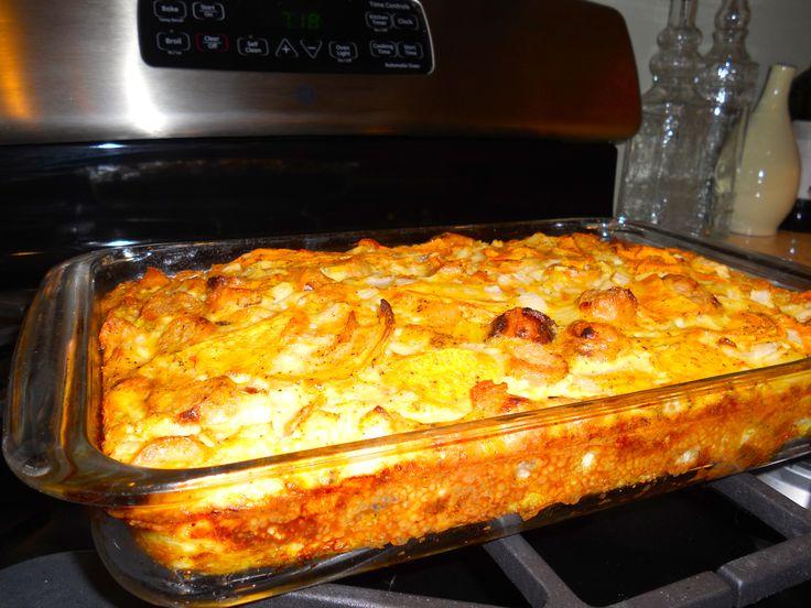 Amikor nincs időd levest és főételt készíteni, próbáld ki ezt a laktató finomságot, senki nem fogja hiányolni a levest, ha ez lesz az ebéd! Hozzávalók 1kg burgonya, 15-20 dkg kolbász, 10 dkg szalonna, 1 vöröshagyma, 4-5 tojás, 2-3 zöldpaprika és paradicsom, kevés olaj, só. Elkészítés A tepsi aljára terítem a[...]