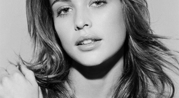 Josie Maran – Black and White
