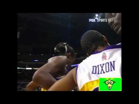 Lisa Leslie Dunks!  First woman in WNBA History to Dunk!