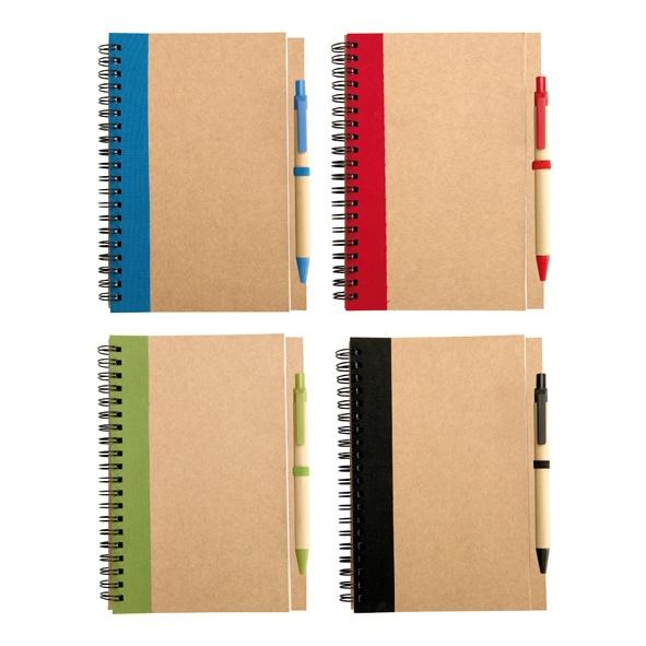 COD.EC025 Cuaderno Ecológico grande (tamaño 1/2 oficio) con tapas de cartón reciclado y anillado doble cero, 50 hojas interiores blancas (croqueras). Incluye Bolígrafo ecológico.