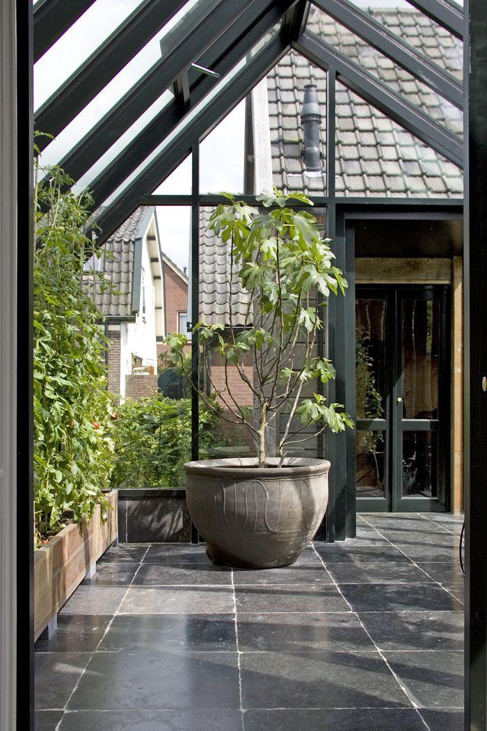oud Belgisch hardsteen    oude bouwmaterialen bij Jan van IJken Eemnes    www.oudebouwmaterialen.nl