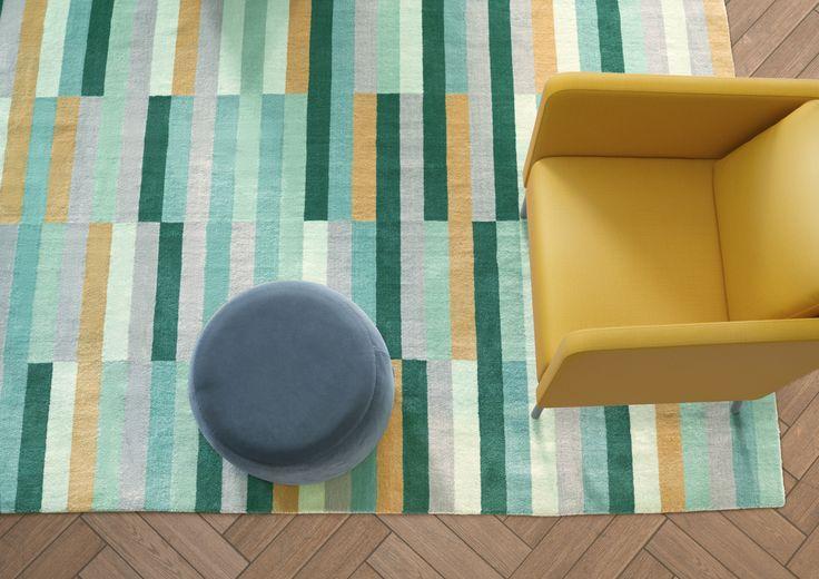 KRÖNGE vloerkleed | IKEAcatalogus nieuw 2018 IKEA IKEAnl IKEAnederland tapijt vloerbedekking veelkleurig turkoois groen EKERÖ fauteuil STOCKHOLM 2017 poef donkerblauw