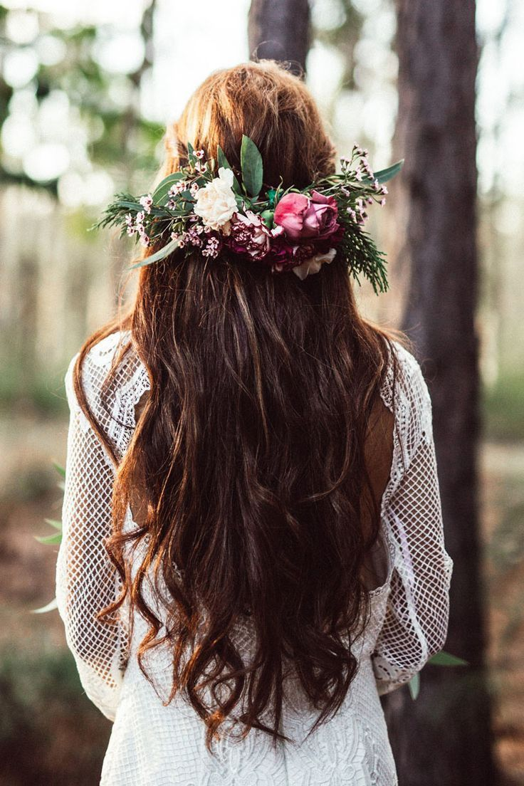 Relaxed boho wedding hair with pink flower comb and loose waves | Twig + Fawn