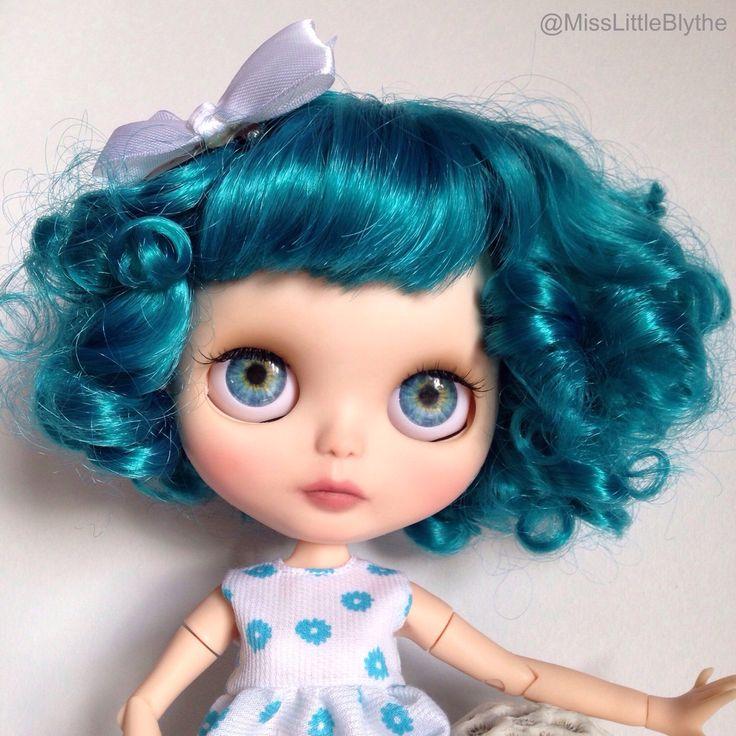 OOAK Custom Blythe doll fake - Aurora de MissLittleBlythe en Etsy https://www.etsy.com/es/listing/292231887/ooak-custom-blythe-doll-fake-aurora