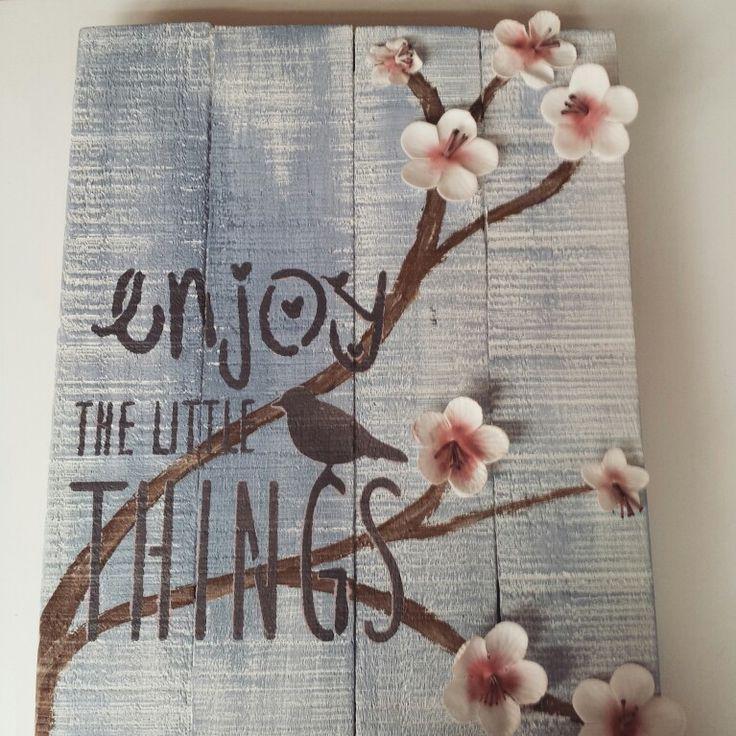 Houtenbord met tekst, vogels en bloemen