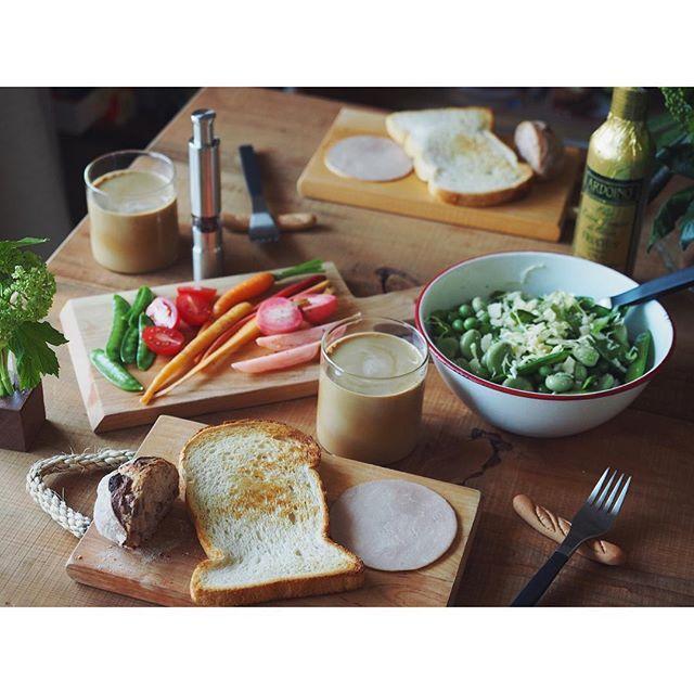 fujifab12 on Instagram pinned by myThings マイケルジャクソンからのキュウソからのレベッカでおはようございます☺️ DJ旦那がいい選曲しよる。笑  スリラー練習してた頃が懐かしい(遠い目  朝は安定の幸せすぎるやーつです。イベント来てくださった皆様のおかげで毎朝がパン天国です❤️本当にどうもありがとうございます!!! ⚫︎えんツコ堂の食パン ⚫︎パサージュアニヴォのくるみパン ⚫︎パルシステムのボンレスハム ⚫︎豆豆豆サラダ ⚫︎ピクルス ⚫︎カフェラテからのドリップ  #管理栄養士#dietitian#ヘルシー#healthy#food#foodpic#feedfeed#朝ごはん#おうちごはん#breakfast#パン#パン大好き#パンキチ#bread##とりあえず野菜食#野菜大好き#vegitable#えんツコ堂#えんツコ堂製パン#パサージュアニヴォ