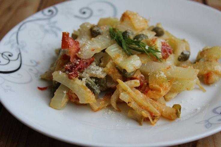 I finocchi in padella con capperi e pomodori secchi sono un primo piatto molto saporito, perfetto per chi non consuma carne e derivati animali. Ecco la ricetta