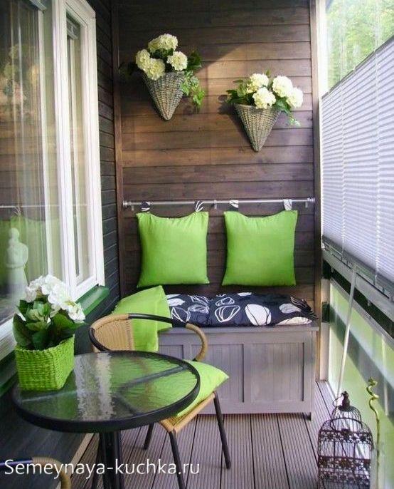 дизайн балкона с диванчиком