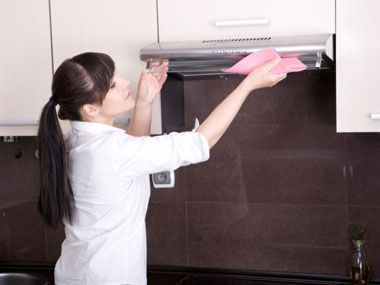 Clean up grease splatters from your walls, range hood, and cabinets by washing them with a sponge dipped in undiluted white vinegar. Use another sponge soaked in water to rinse, then wipe dry with paper towels