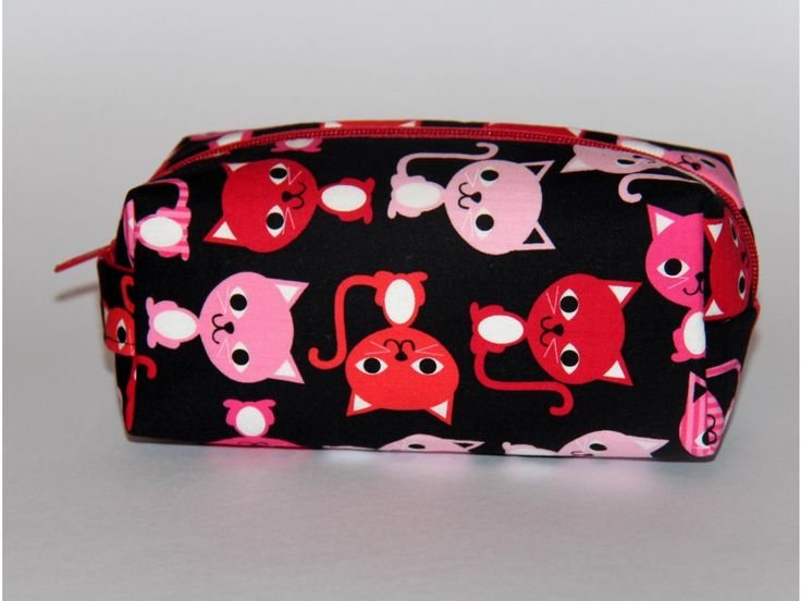 Kosmetická taštička ušitá z originální designované zahraniční látky, Robert Kaufman Fabric, vyztužená, s podšívkou