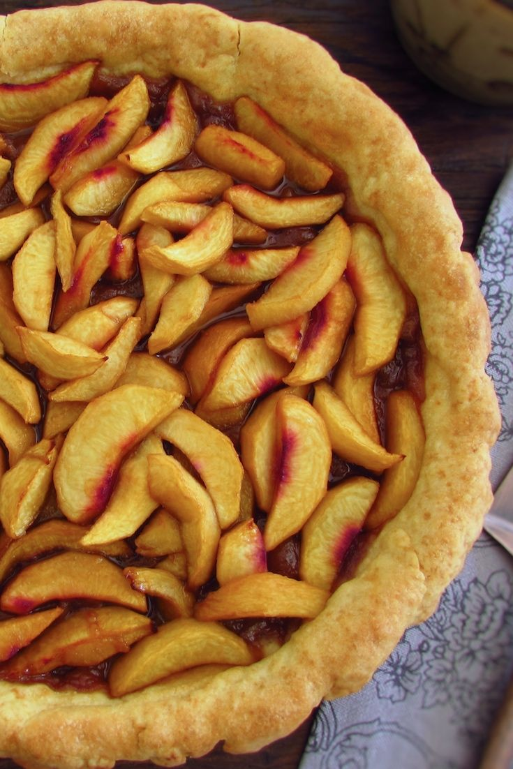 Peach pie | Food From Portugal. If you want to prepare a fresh and tasty pie to eat on a hot summer day this peach pie is ideal for you. It's a pie with great presentation that can be prepared for your family and for your friends! Bon appetit!!!