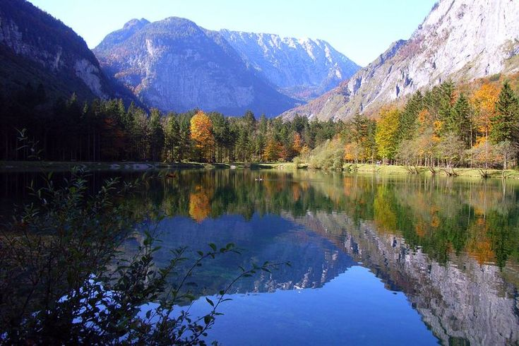 Google Image Result for http://media.moddb.com/images/downloads/1/41/40288/Mirrored_Lake.jpg