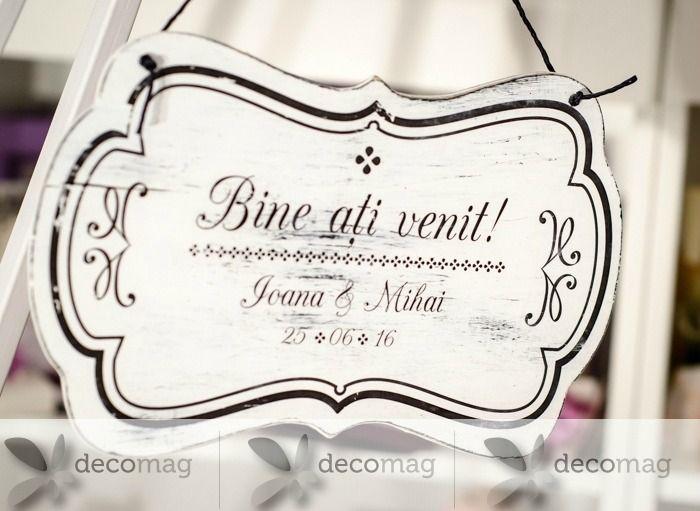 Plăcuțele decorative sunt un must have pentru nunțile anului 2016 și despre ele v-am povestit și în acest articol în care vă anunțam prezența creativă a noilor produse originale și personalizate, din familia DecoMag. Plăcuțele decorative atent alese, cu mesajul potrivit, înseamnă o zi pe deplin reușită.http://www.decomag.ro/blogs/70-5-placue-decorative-pe-care-trebuie-sa-le-ai-la-nunta-ta.html
