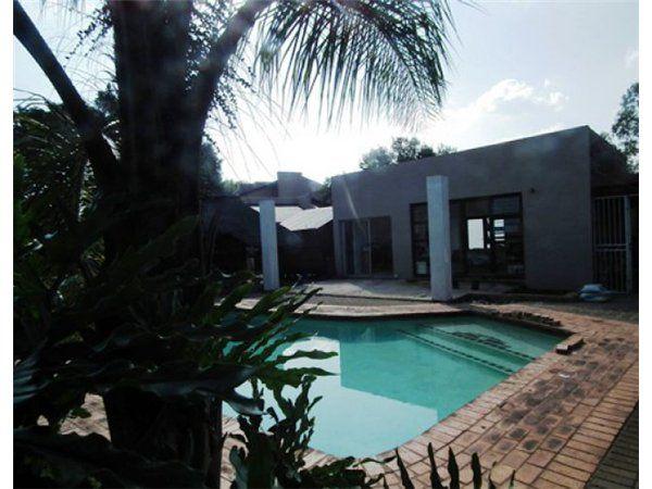 1 bedroom apartment in Waterkloof Ridge, , Waterkloof Ridge, Property in Waterkloof Ridge - S945688