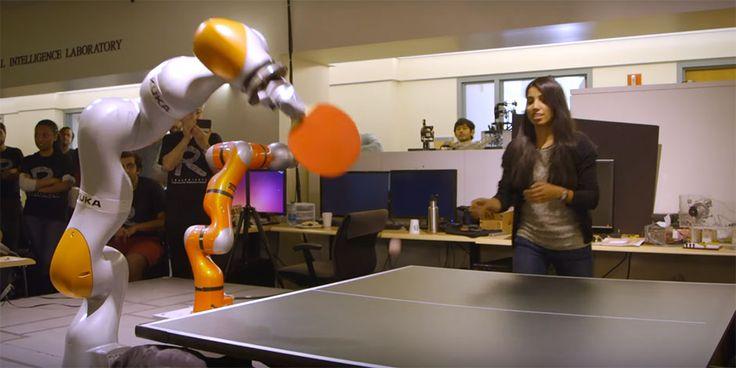 Les bras robots Kuka et le ping-pong… une histoire d'amour ! C'est un peu le passage obligé, le baptême de feu pour un bras robotique de la marque allemande. Après le KUKA KR AGILUS, c'est au tour du modèle KUKA LBR IIWA de se prêter au jeu… Le LBR KUKA IIWA de l'Université de Stanford …