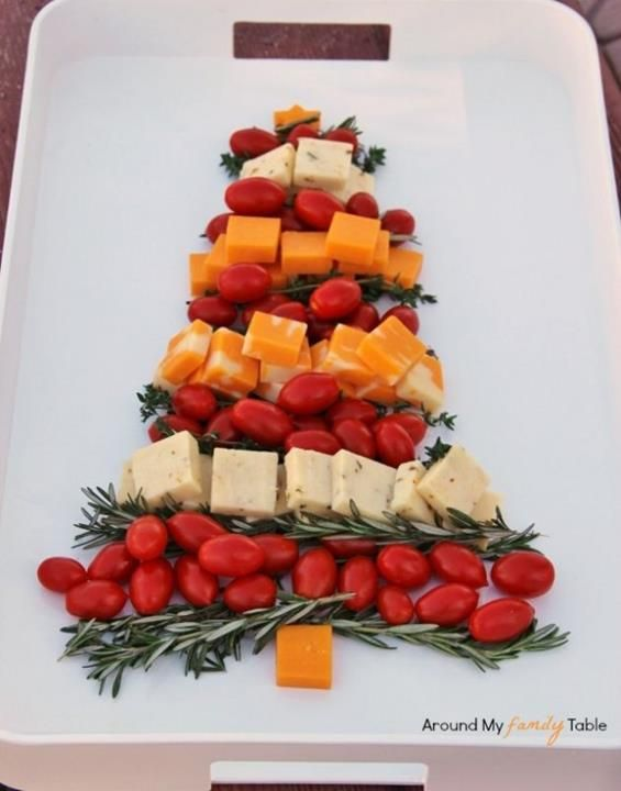 nice idea serving snacks in the shape of a Christmas tree