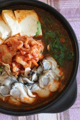 ★牡蠣キムチ鍋(굴김치찌개)。