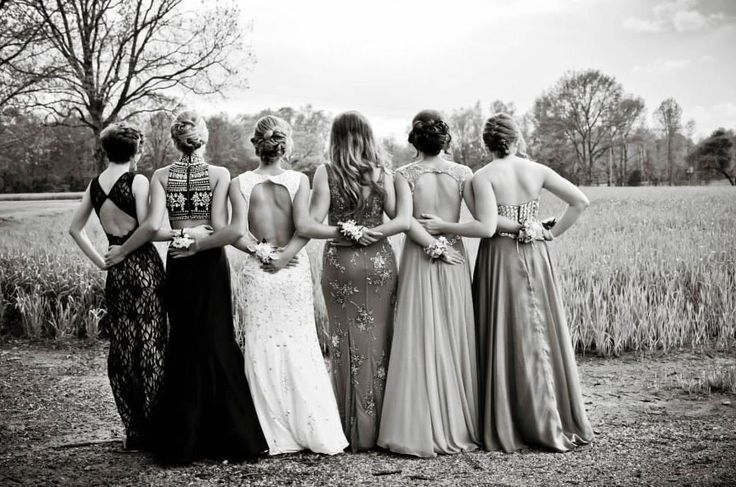 9 Creative Ideas For Prom Pics With Your Besties