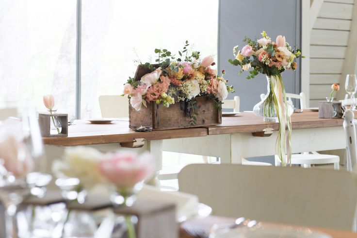 Must have rustic style wedding decoration with lovely pink coloured flowers.