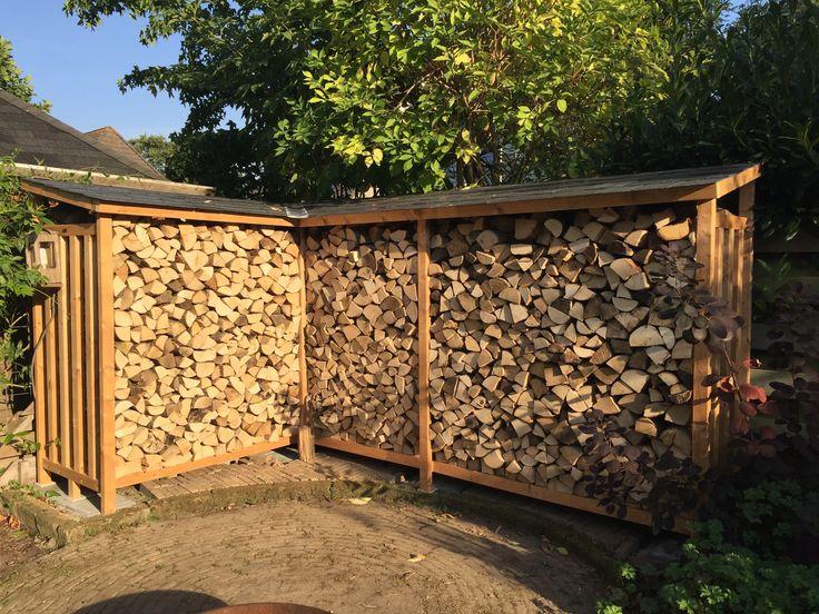 Haardhout opslag met hoek, 3,85m x 2,50m x 2m hoog. Materiaal: duurzaam vurenhout.