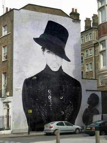I'm in Awe of this Mural. Just Fabulous the cherry on top.