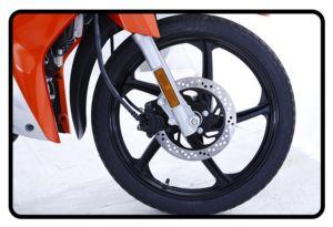 Freio a disco e rodas de liga leve   O disco de freio de grande diâmetro de 220mm é mais responsivo e confiável em operação, no qual melh...