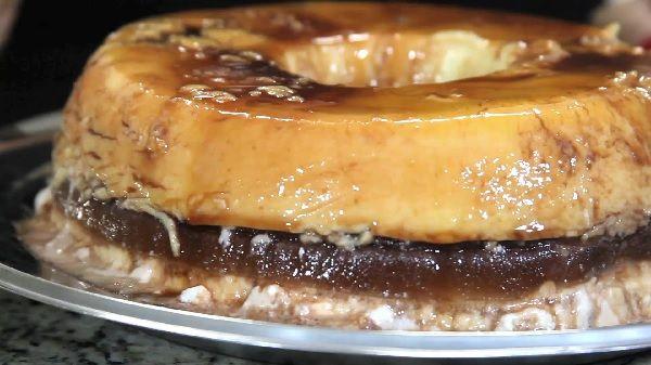 O Sorvete de Camadas é uma receita deliciosa e refrescante do Canal Receitas da Mãe Coruja. Ele é feito com três camadas: uma de creme, outra de chocolate