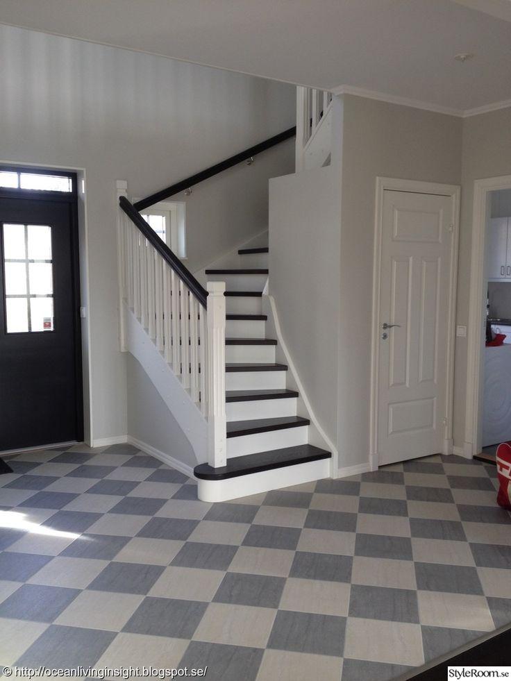 snickarlaget,new england stil,new england inredning,schackrutigt golv,hall,trappa