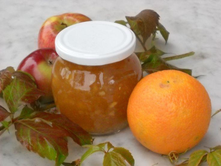 Jablka nakrájíme na kostičky nebo rozmixujeme a dáme do kastrolu. Přidáme na kousky pokrájené pomeranče (nejlépe zcela čistě vyloupané a...