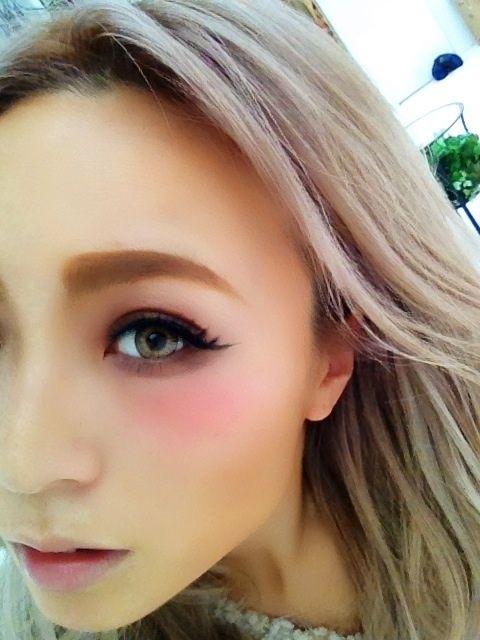 美肌に小顔!おフェロになれる「目の下チーク」にはいろんな効果が ... ほんのり魅せる「目の下チーク」♡