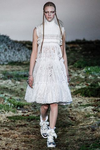 Alexander McQueen Fall 2014 Ready-to-Wear Collection Slideshow on Style.com