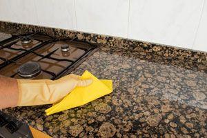 Guía para limpiar y pulir las superficies de granito. Como limpiar la mesada. Procedimiento para la limpieza del granito