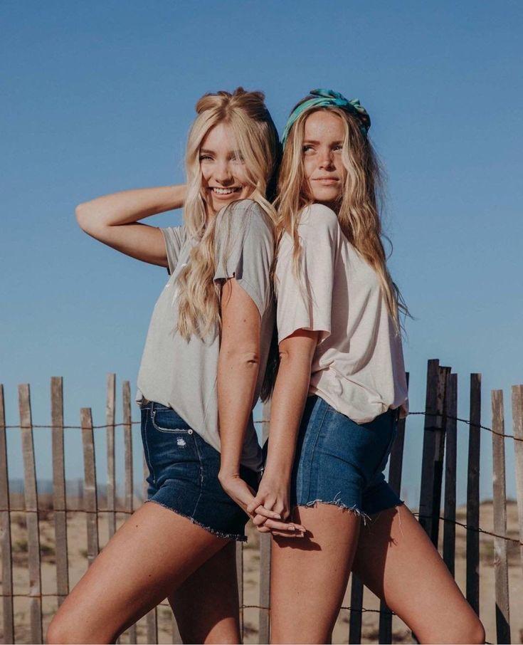 позы для фотосессии близняшек сексуальные