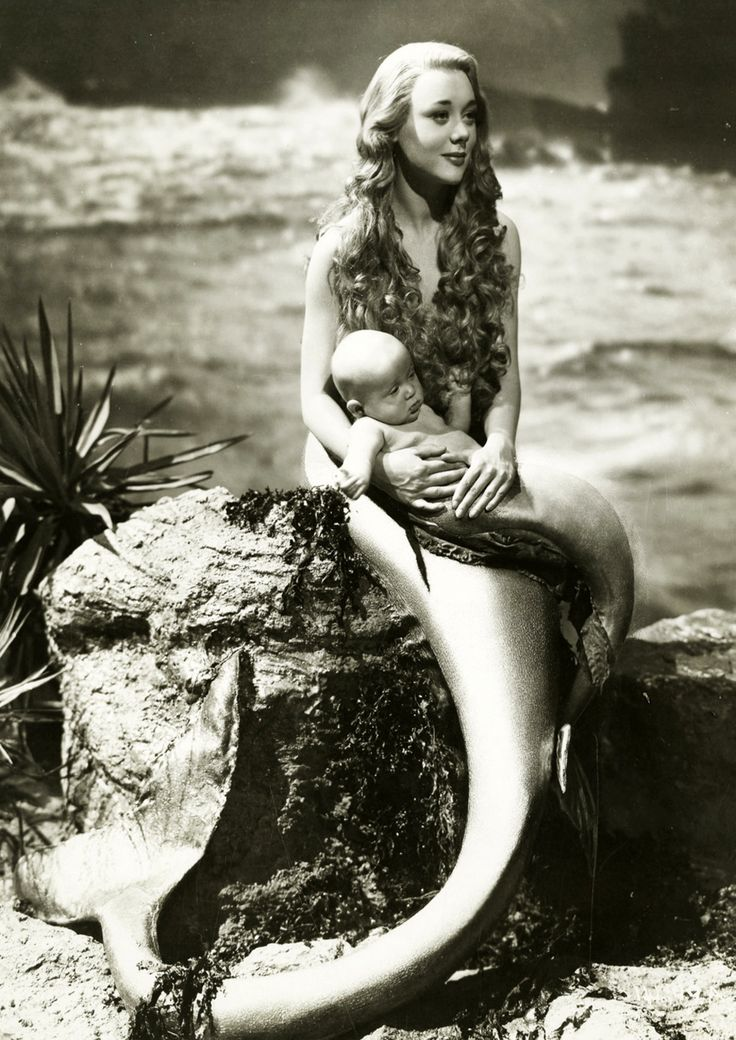 VINTAGE PHOTOGRAPHY: Glynis Johns (1923- )